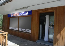 magasin_intersport_meribel_exterieur_vue_cote.jpg